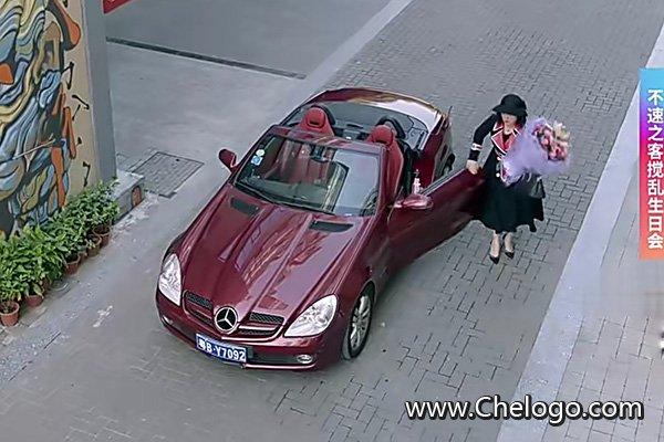 亲爱的她们邱雅开的是什么车