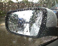 雨天后视镜看不清,车里备一块肥皂就能搞定!