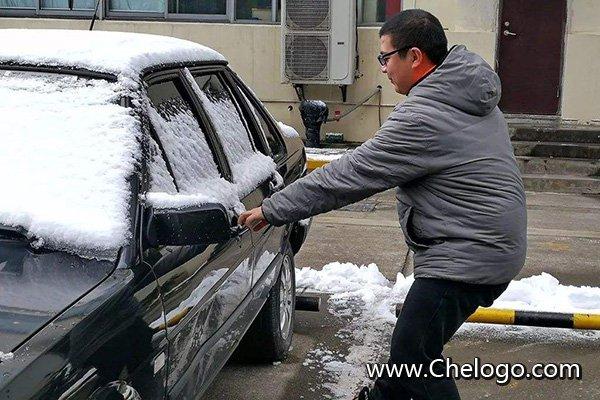 车门被冻住怎么办?
