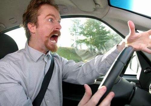 汽车行驶中遇到刹车失灵了怎么办?
